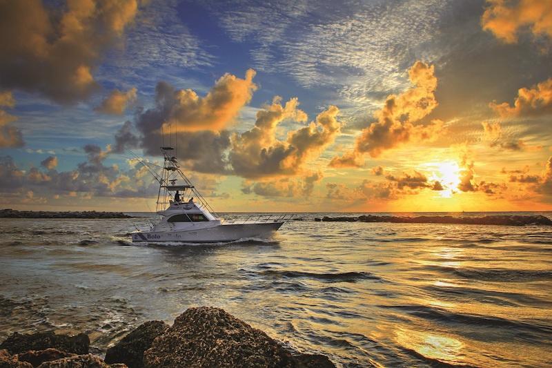 Boat-Going-Fishing-During-Sunrise-at-the-Pompano-Inlet-Florida-Original_800X522.jpeg